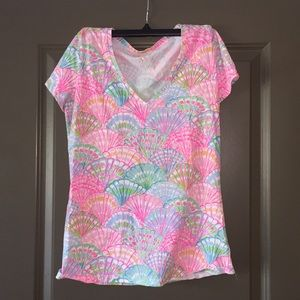 "EUC Lilly Pulitzer T-shirt in ""Oh Shello"""